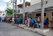 Photo of Haitianos pagan hasta RD$13,068 por un pasaporte en embajada en RD